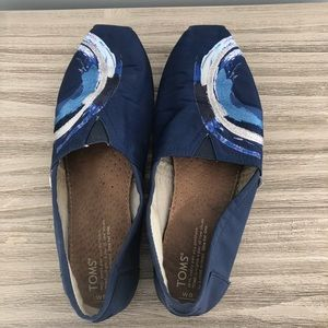 Toms blue embroidered swirl wave shoes size 9